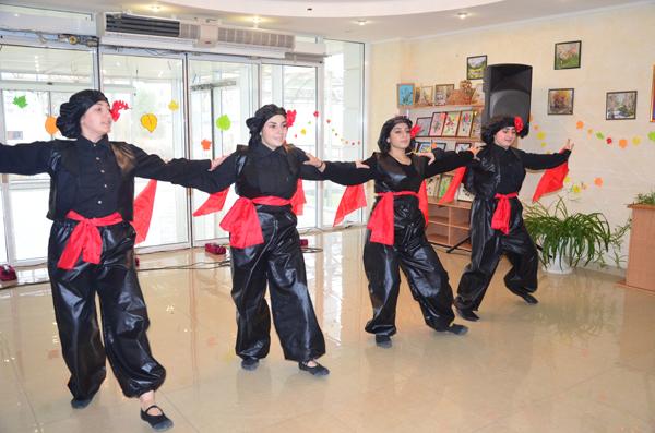 коллектив школы-студии народных танцев «Эребуни»
