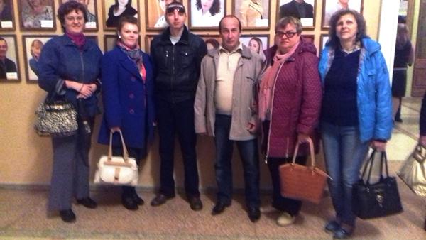 слушатели и члены группы по социальной адаптации инвалидов по зрению посетили комедию-фарс «Люкс № 13» в Луганском академическом украинском музыкально-драматическом театре