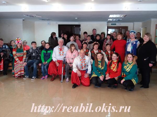 студенты и гости Центра реабилитации в Луганске