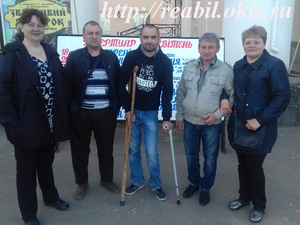 фото возле бывшего ДК Строителей в Луганске