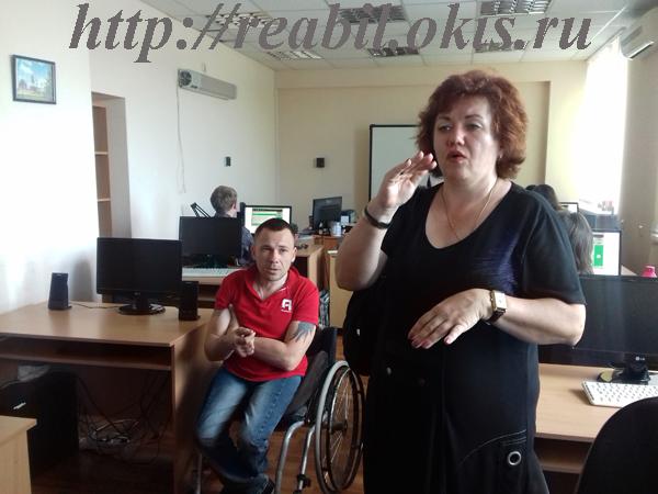 в красной футболке преподаватель Ванюшенко Сергей Валерьевич