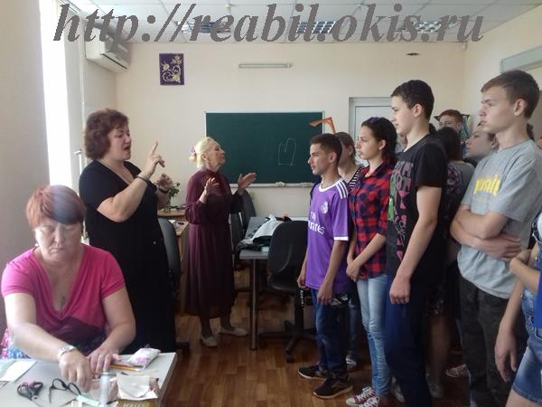 фотография в кабинете швеи Луганского Центра реабилитации