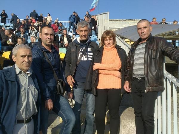 стадион в Луганске забит болельщиками