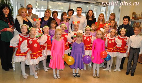 участники концерта с администрацией Центра реабилитации инвалидов