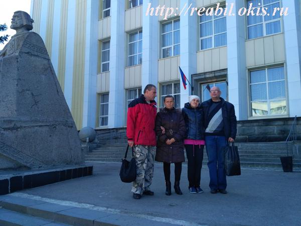 возле библиотеки Горького